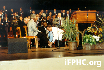 "The Story Behind the Foot Washing at the 1994 ""Memphis Miracle ..."