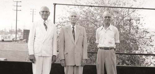 Samuel Scull (center), 1956